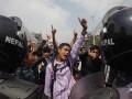 В Непале начались протесты, люди массово бегут из Катманду