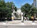 В Севастополе возле штаба Черноморского флота и Дома Москвы появились БТР