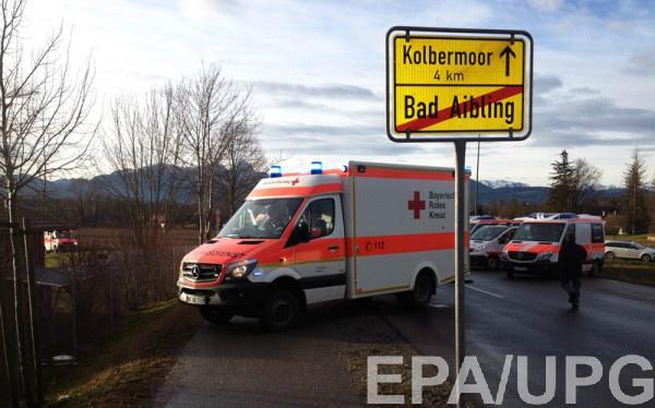 На месте происшествия работают спасательные службы и полиция