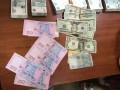 Трое украинцев пытались пронести в РФ три миллиона рублей под одеждой