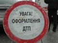 Участок трассы Киев-Одесса заблокирован из-за рассыпанных в результате ДТП бревен и кирпичей