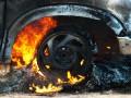 В Киеве во дворе дома пылал автомобиль Nissan