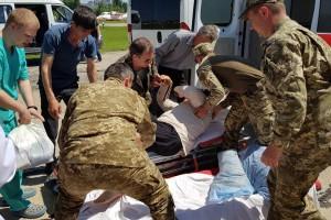 """""""Борт тяжелый"""": в Одессе сел cамолет с ранеными бойцами"""