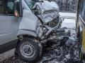 На трассе под Киевом маршрутка протаранила автобус
