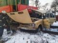 В Виннице поезд врезался в автомобиль
