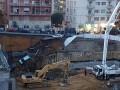 В Риме часть дороги провалилась в десятиметровую яму вместе с авто