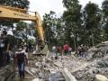 Мощное землетрясение в Индонезии забрало жизни десятков человек