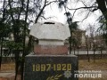 В Ровно обезглавили памятник большевистскому наемнику Дундичу