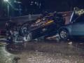 В Киеве на мосту автомобиль снес ограждение и перевернулся