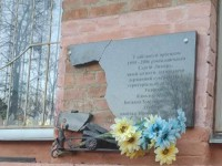 В Полтаве вандал разбил три мемориальные доски воинам АТО