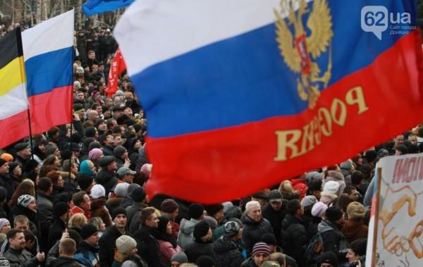 Тогда всё только начиналось, ещё всё можно было остановить, а Семенченко спокойно ходил по залу