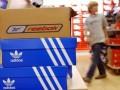 В Москве остановили работу цеха по производству контрафакта под маркой Adidas