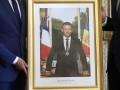 Во Франции из мэрий массово воруют портреты Макрона