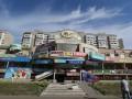 Рекламы много не бывает: В Киеве нашли здание с сотней баннеров