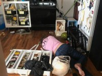 В США уборщицы выпили весь ликер в доме клиентки и устроили погром