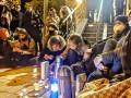 Активисты при свечах читали книгу о Стусе возле Печерского суда