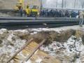 В Киеве протестующие повалили забор вокруг стройки в Десятинном переулке
