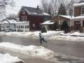 Каток вместо дорог: жителям канадского Онтарио пришлось перейти на коньки