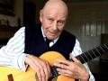Умер один из самых известных классических гитаристов Британии