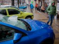 В Днепре упавшие сосульки разбили три авто