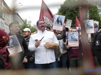 В Киеве полиция развела Бессмертный полк с Бессмертным Грутом
