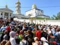 Верующие УПЦ начали крестные ходы к Почаевской лавре