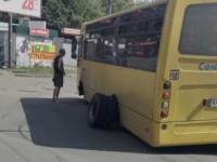 В Киеве у маршрутки на ходу отвалились колеса