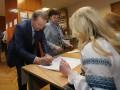 Кучма на участке дал совет новому президенту