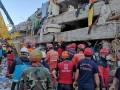 Жертвами землетрясения в Турции стали почти сто человек