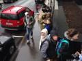 В Москве в знак протеста выстроились в очередь к закрытому МакДоналдсу