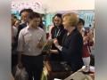 Зеленскому подарили детскую книгу