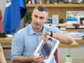 Кличко похвастался дизайнерскими нарядами для киевских коммунальщиков