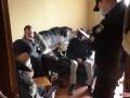 Свесили из окна и трясли: В Житомире сняли на видео издевательства над собакой