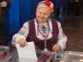 Как голосовали украинцы: кабинки из штор, низкая явка и пирожки на участках