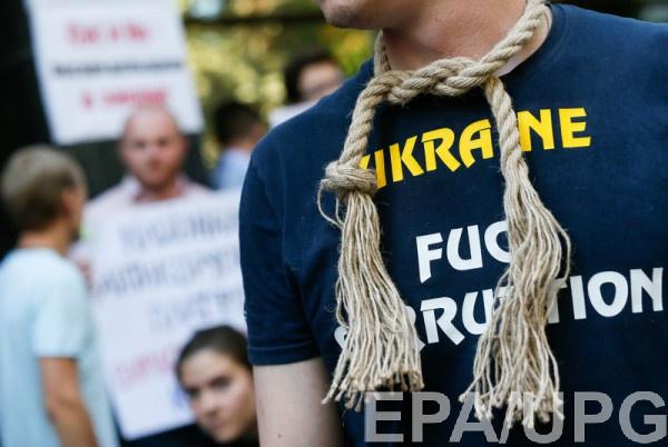 Украинцы не увидели прогресса в борьбе с коррупцией