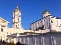 Больных COVID-19 cвященников из Почаева будут лечить в Киеве