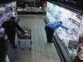 Камера засняла, как в Киеве в магазине украли iPhone
