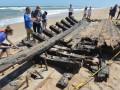 На берег Флориды вынесло часть старинного корабля