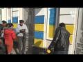 Появилось видео, как активисты раскрасили забор Порошенко