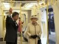 Королева Елизавета II проехалась в лондонском метро