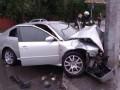 В Днепре машина врезалась в столб, пострадали двое детей