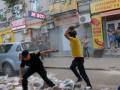 В Днепре с битами и камнями напали на коммунальщиков за снос МАФов