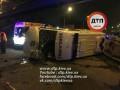 В Киеве водитель Renault не пропустил и опрокинул скорую