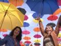 Над улицей в Житомире повесили 200 зонтиков