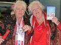 Стали в позу: 70-летние путаны-близняшки бросили работу