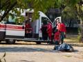В Киеве мужчина закурил и умер возле детской площадки