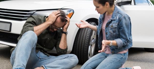 Попавшие в аварию пешеходы должны будут платить за ремонт авто, которое их сбило
