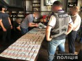 Советник директора предприятия Госрезерва вымогал огромную взятку