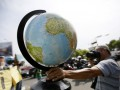 В Латвии из продажи изъяли глобусы, где Крым относится к России