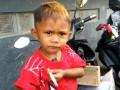 В Индонезии малыш курит 40 сигарет в день